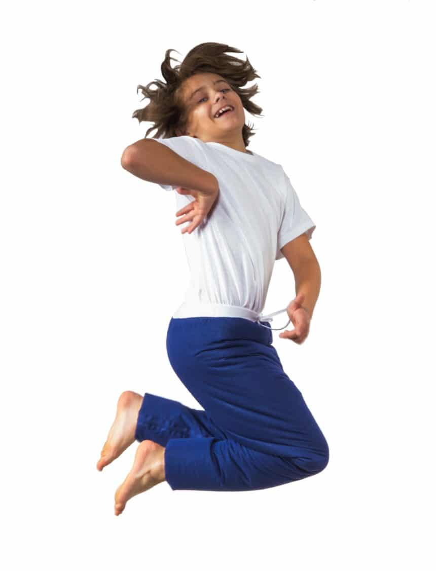 ילד בן 4 עושה קקי במכנסיים